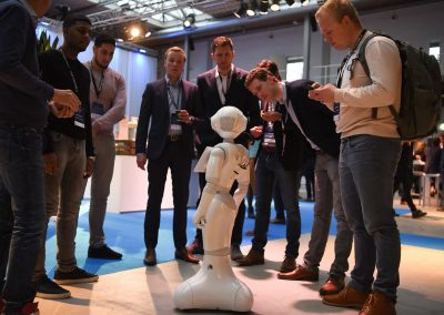 RobotXperience, get attention using a robot